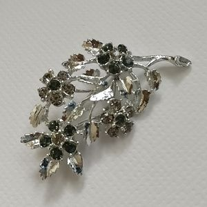 🇨🇦 NWOT silver plated brooch by Tocara